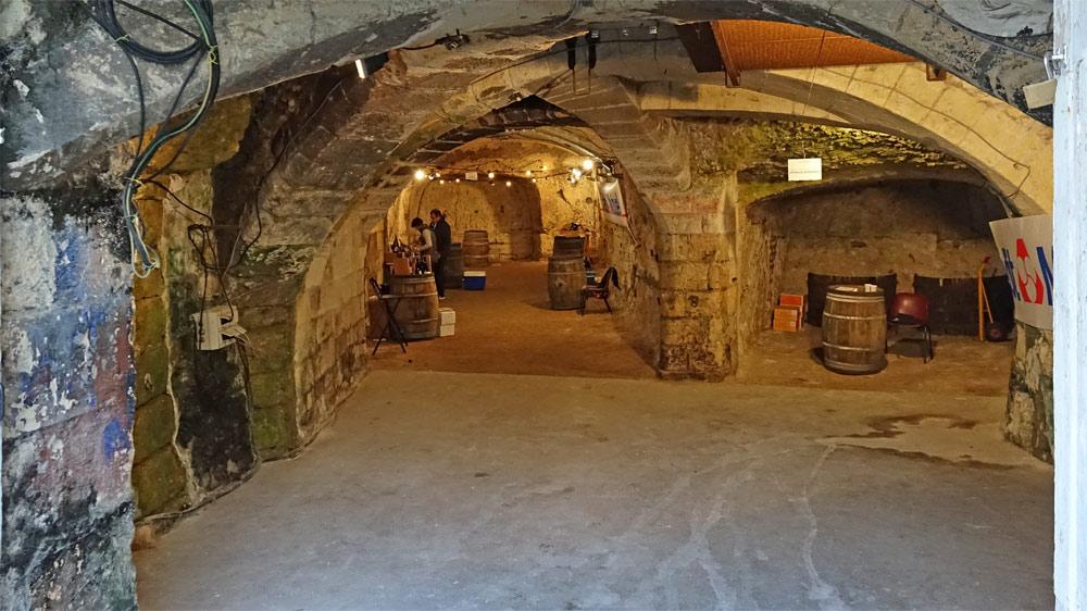 Stands dans une des 2 caves