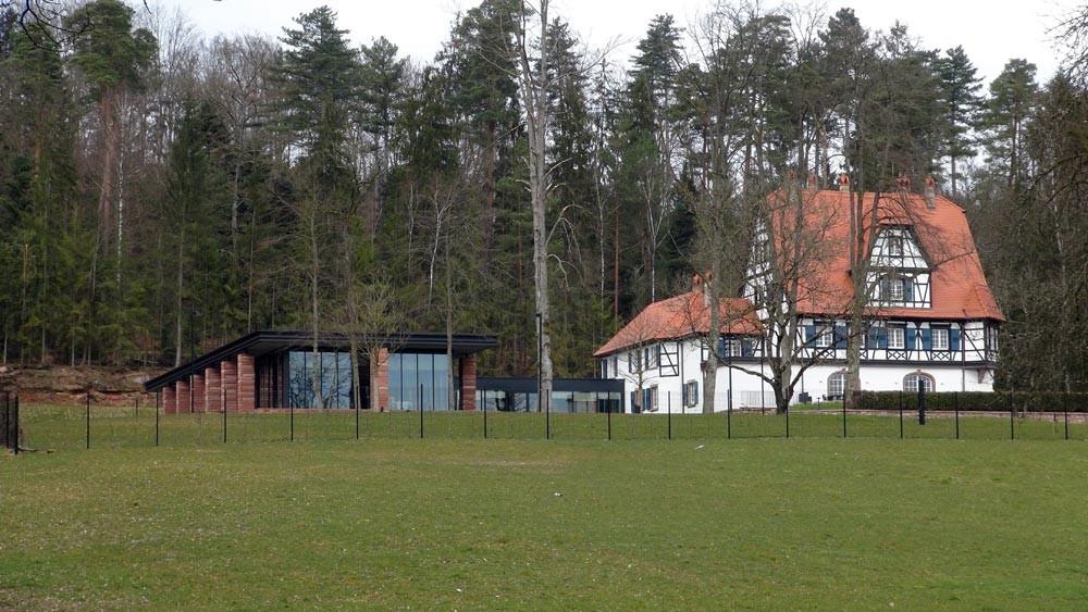 La Villa René Lalique vue du chemin d'accès