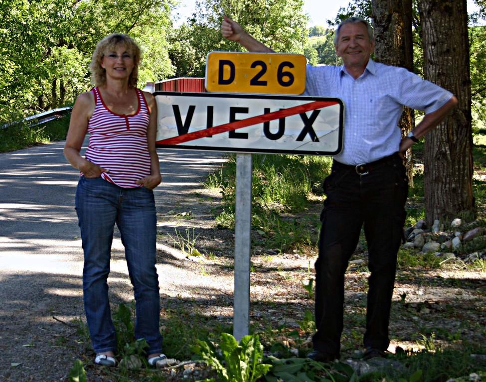Nous deux, à Vieux, un village à proximité de Cahuzac-sur-Vère