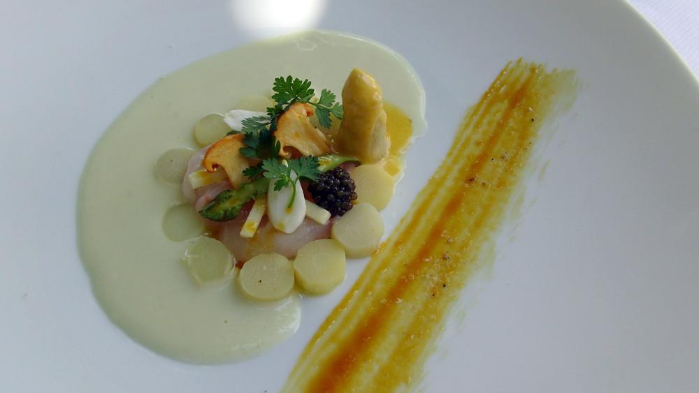 Royale de foie gras, magret fumé, gésier de canard, petits pois et carottes
