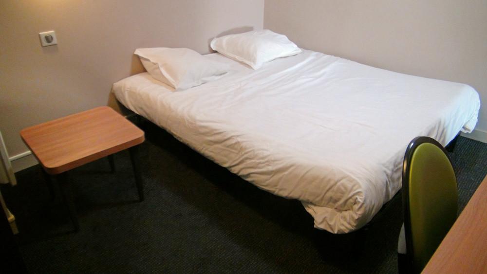 """Le lit d'appoint dans la pièce """"aveugle"""""""