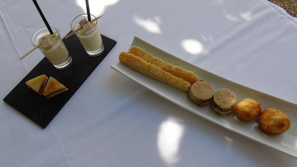 Amuse-bouche : Allumette au fromage, Croûton au foie gras, Gougère au Parmesan, Croque-monsieur et Crème d'asperges & rillons de Touraine