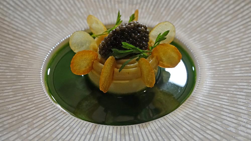 Caviar de Sologne, royale de pomme de terre, noisette, cresson alénois (Plat offert)