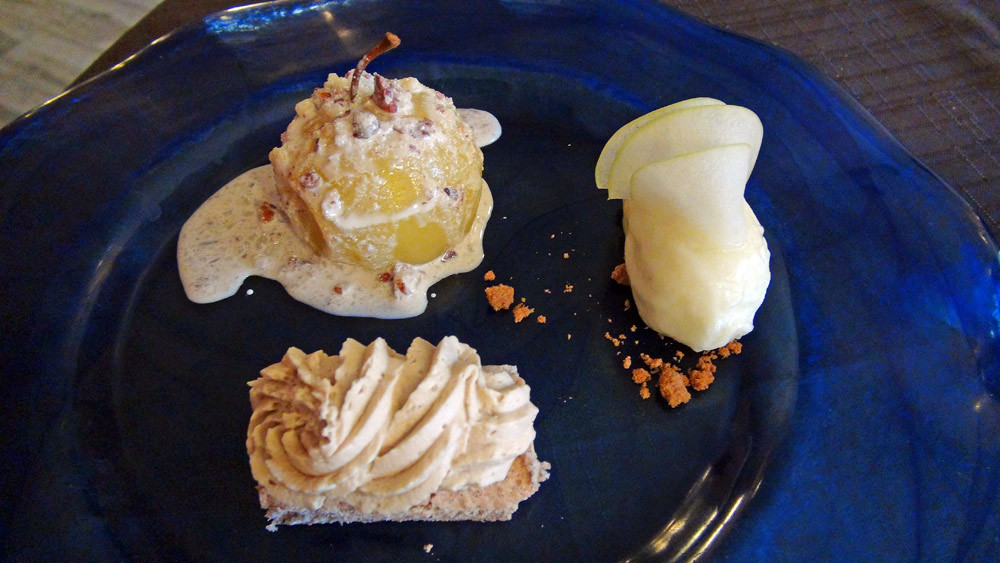 Pomme pochée, servie chaude, onctueux spéculoos sur une dacquoise, sorbet pomme verte