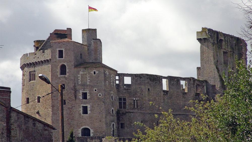 Le Château vu depuis la rue des Cordeliers