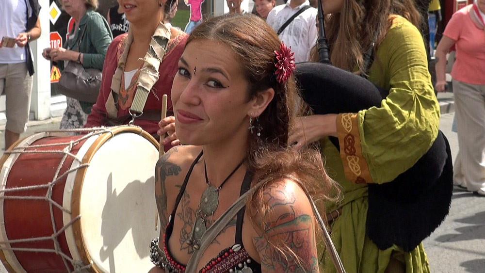 Défilé rue Trottier - Elodie Brunet des Dragons du Cormyr® - 28/07/12