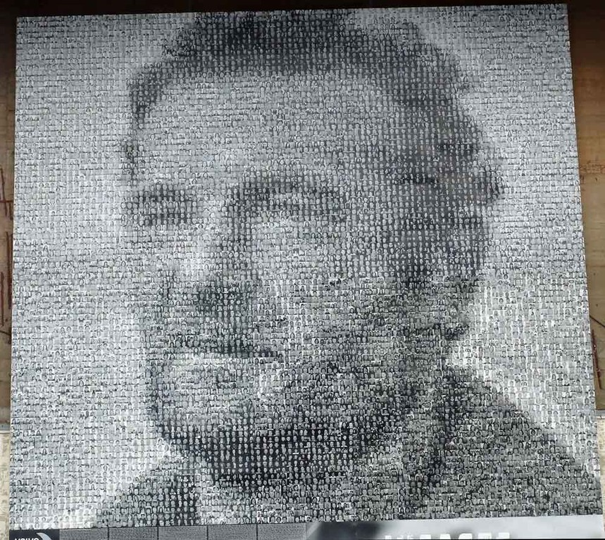 Portrait de Tabarly réalisé avec les photos de10 000 anonymes