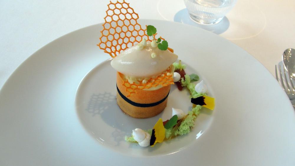 Crémeux au miel, marmelade et sorbet au coing, gel de fruit de la passion