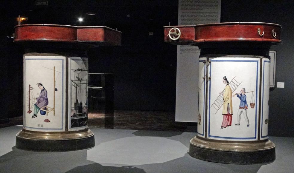 Musée des Tissus - Exposition Lyon & Dragons et leurs plaques émaillés pour dissécateurs