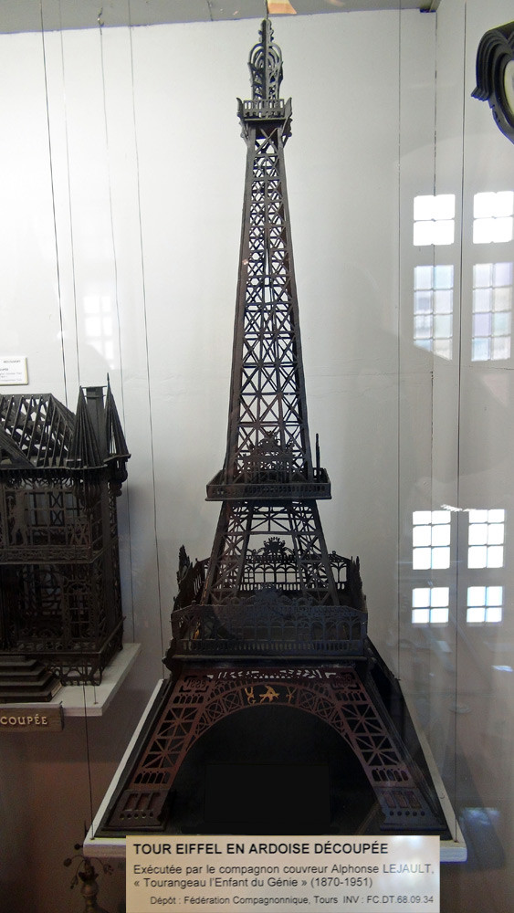 """Tour Eiffel en ardoise découpée eécutée par Alphonse Lejault, """"Tourangeau l'Enfant du Génie"""""""