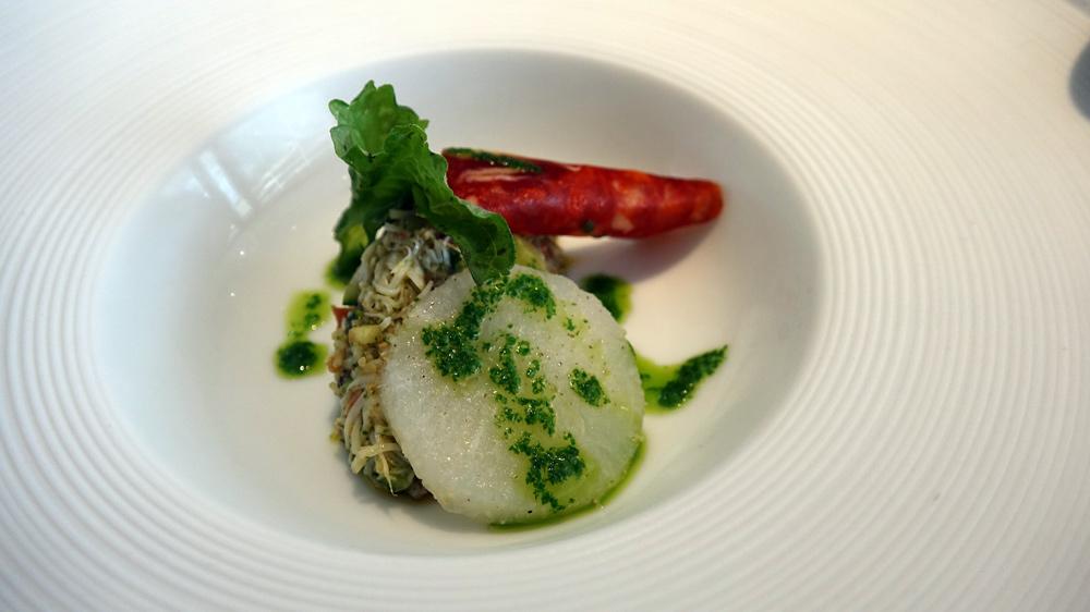 Patience : Émietté de tourteau, légumes, chorizo et navet