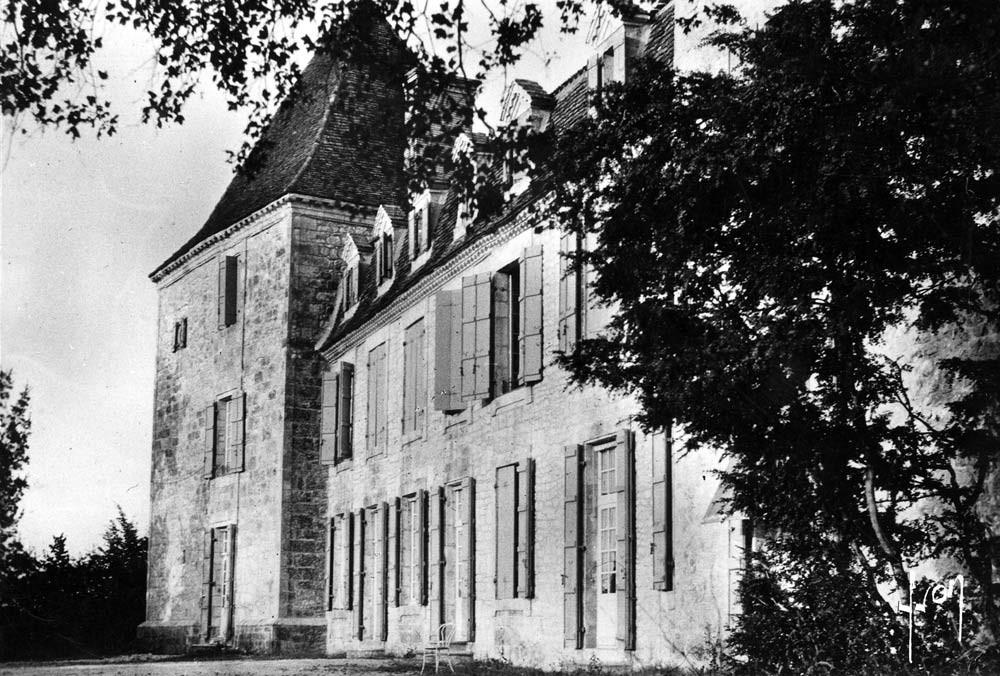 Carte postale de la façade arrière du château du Bosc en 1963