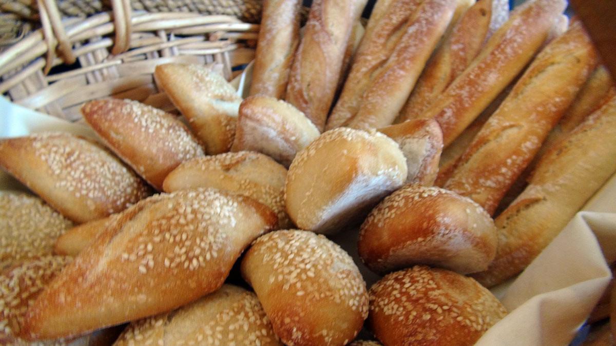 Les petits pains (du boulanger local) cuits à l'Auberge