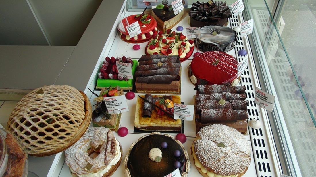 Les gros gâteaux en vitrine