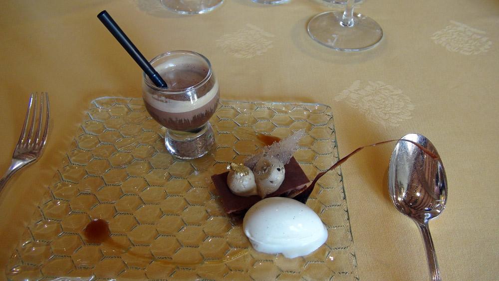 Le chocolat « Sao Tomé de Max Vauché » : Sur des accords d'anis vert, café et caramel. « Irish » et glace vanille.