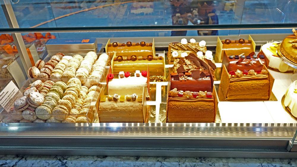 Quelques gâteaux vus de la rue