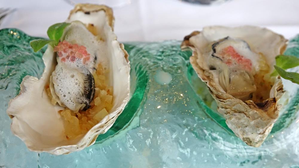 Huître bretonne pochée, choux rave, citron caviar et émulsion iodée