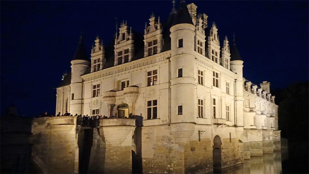 Vue nocturne du château