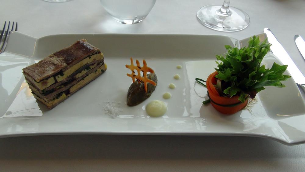 Le paleron de veau et foie gras en terrine,  caviar d'aubergine et bouquet de jeunes pousses
