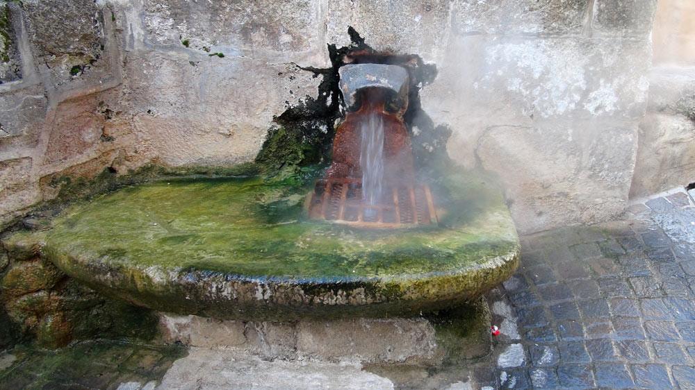 La source du Par de Chaudes-Aigues sort à 82 ° !
