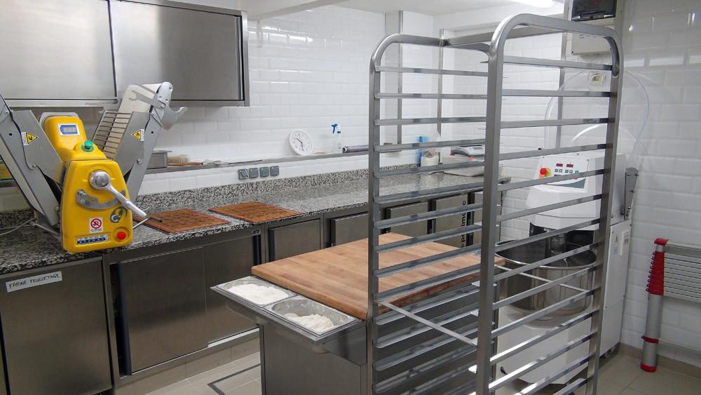 Le laboratoire du 2ème sous-sol pour les préparations chaudes