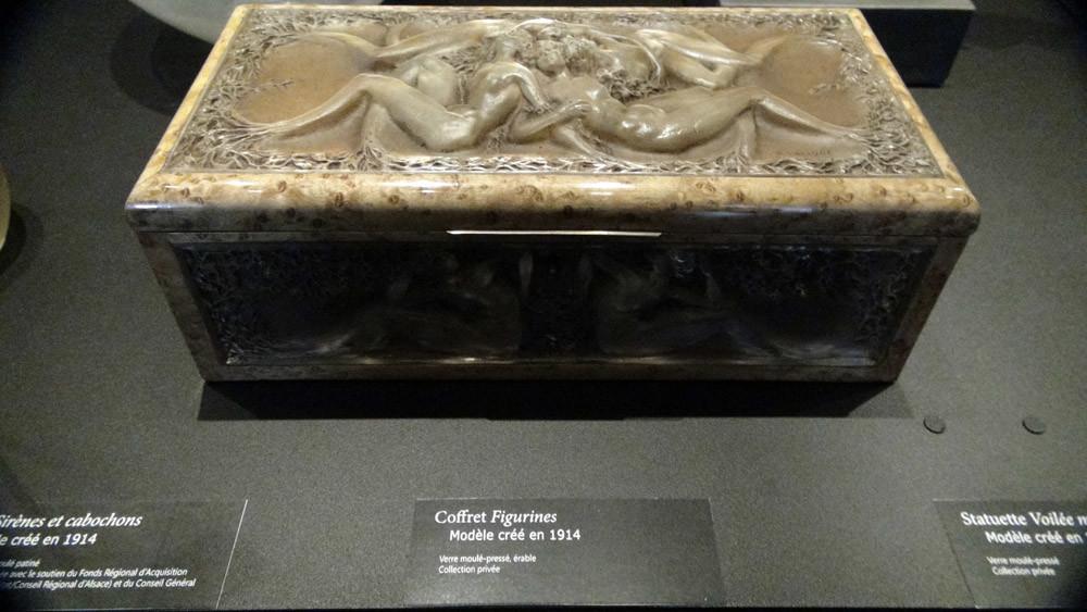 Coffret Figurines en verre moulé et pressé
