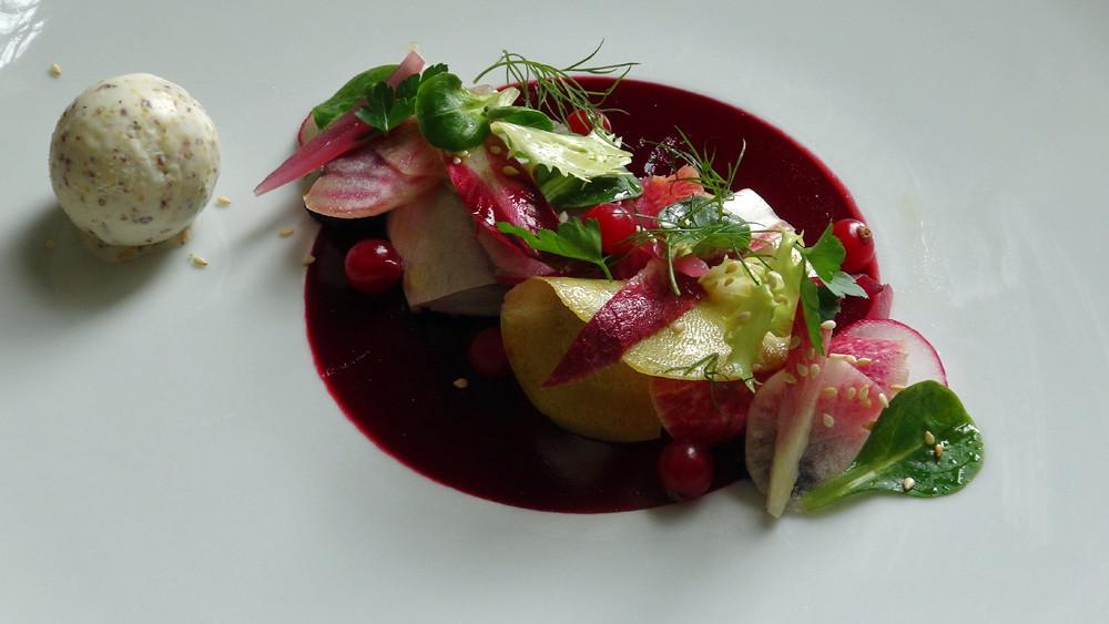 Hure de cochon au vin rouge, chantilly de foie gras & pickels de légumes