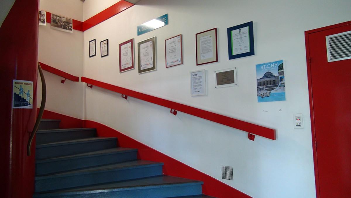 L'escalier d'accès au magasin usine
