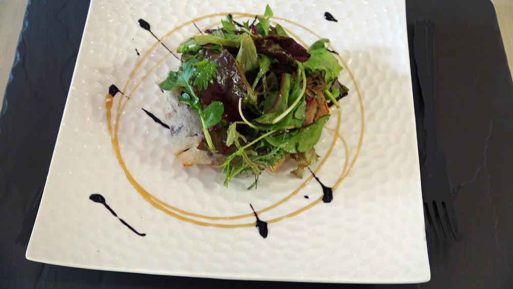 Croustillant d'andouillette de Chablis, compotée d'oignons au cassis