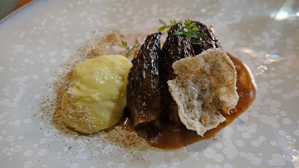 Morilles de la forêt de Marchenoir, ris de veau, panais, Olivet au foin