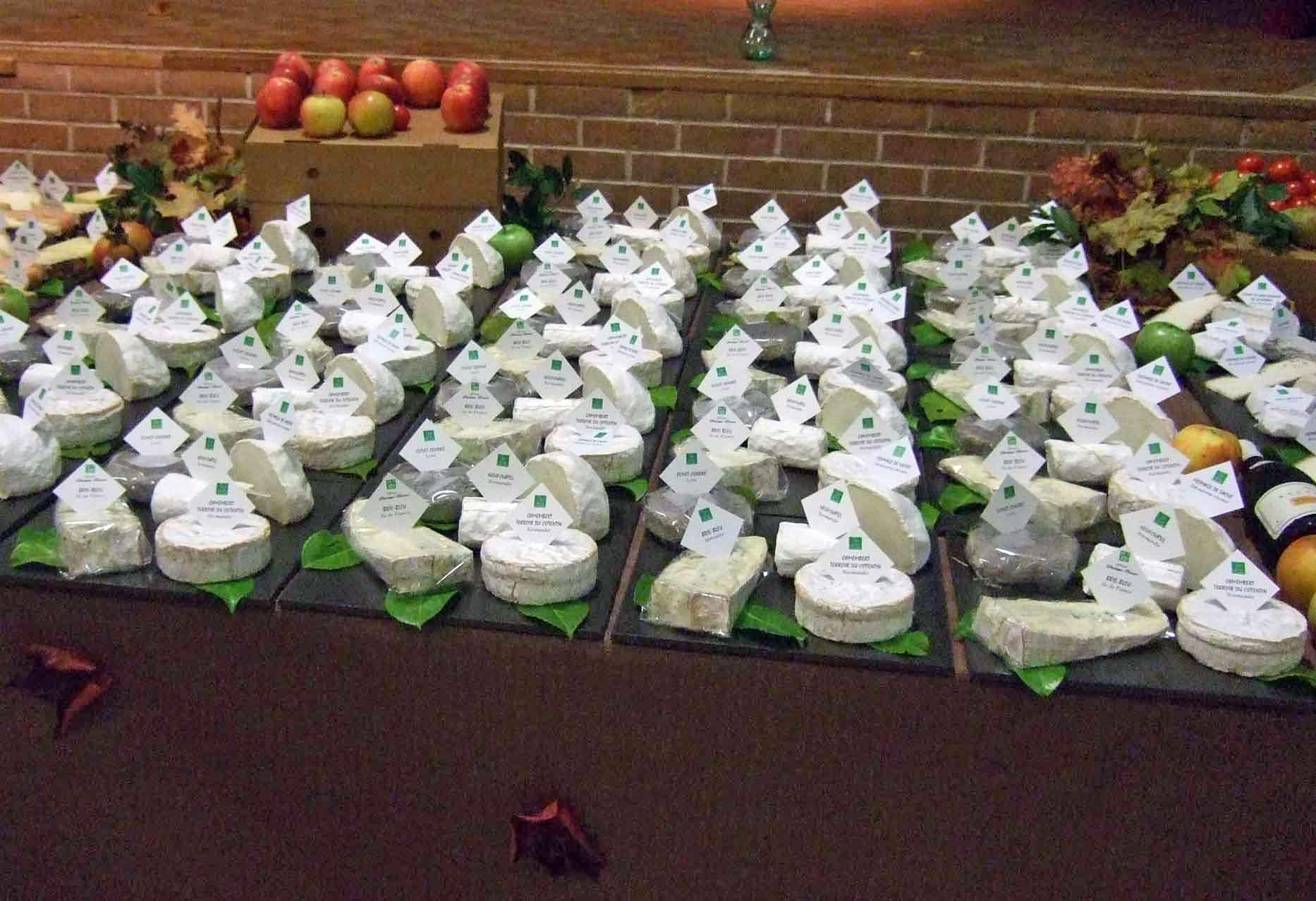 Un des nombreux plateaux de fromages de cette soirée à Bergues - 1er octobre 2010