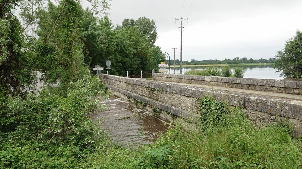 Le petit pont sur la D173 à la sortie de Candé-sur-Beuvron