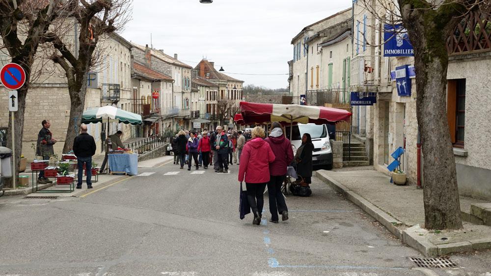 L'entrée du marché aux truffes de Lalbenque