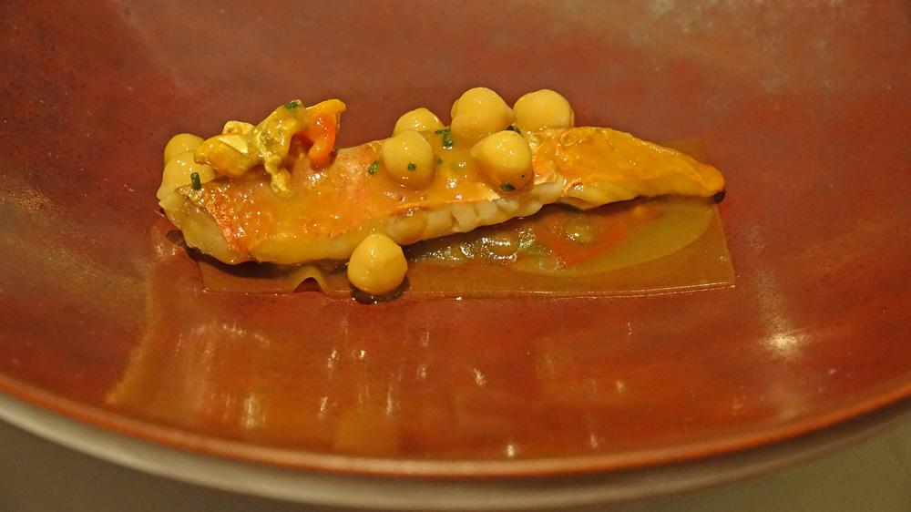Rouget grillé, moelle, violet : anchois cantabrique | maquereau au sel | riquette  condiment nõras  voile de bouillabaisse