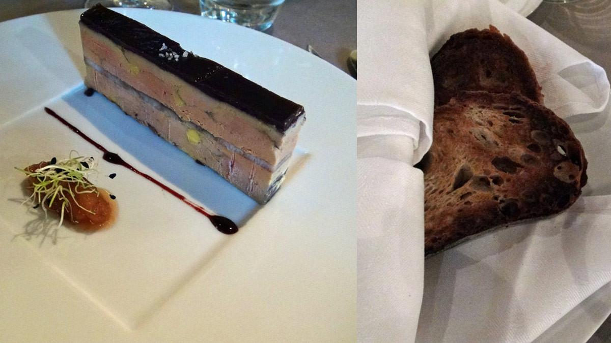 """Foie gras de canard mi- cuit en gelée d'hibiscus et anguille fumée, Chutney """"vieux garçon"""", réduction Banyuls et son pain de campagne toasté"""