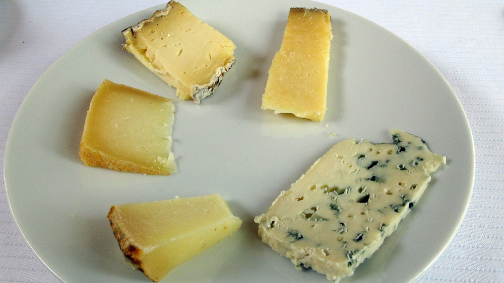 Tomme des Raspes, Tomme de Brenac, Tome du Haut-Barry, Laguiole fermier & Roquefort Vieux-Berger
