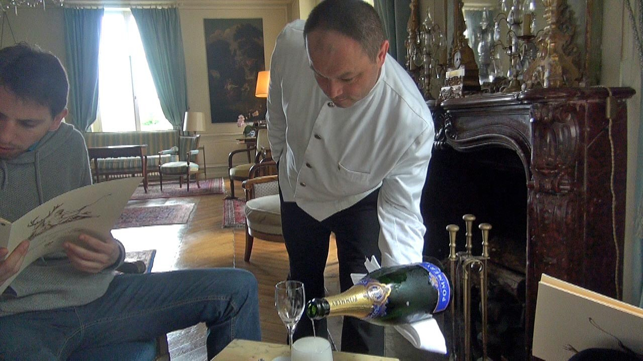 Service du Champagne Pommery par Thibault