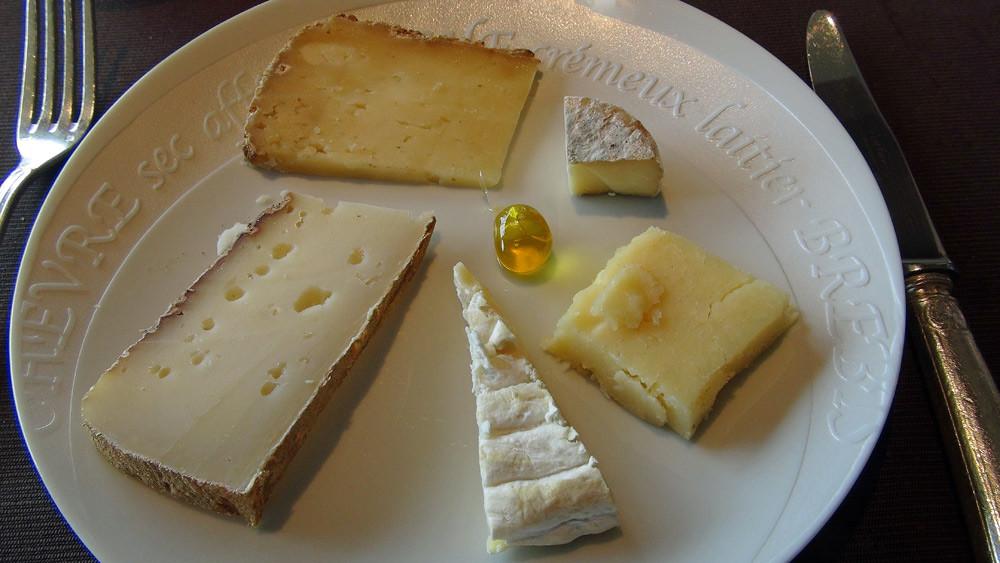 Mes fromages choisis : Pérail, Pélardon des Cévennes, Thérondels de 6 mois, Laguiole de 18 et Tomme de Séverac aux 3 laits