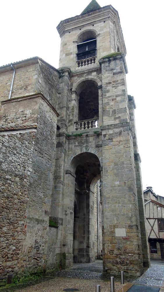 Saint-Céré : L'église Sainte-Spérie du 13 ème siècle