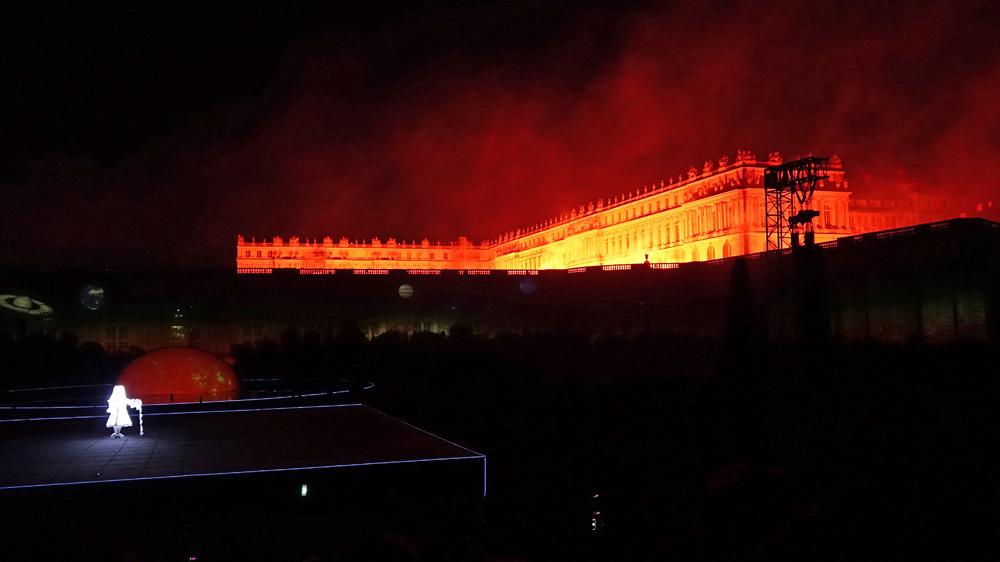 L'embrasement de l'aile gauche du château de Versailles