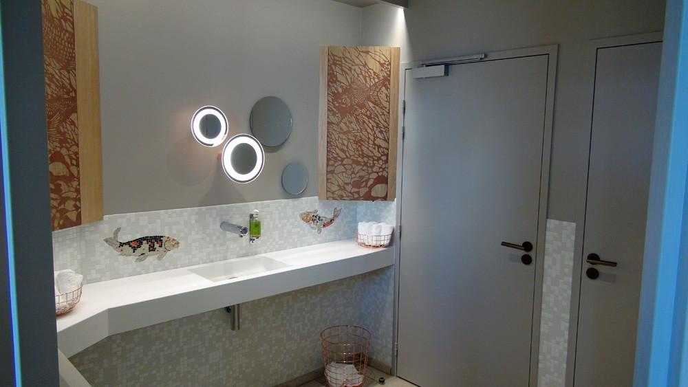 Les toilettes (au sous-sol)
