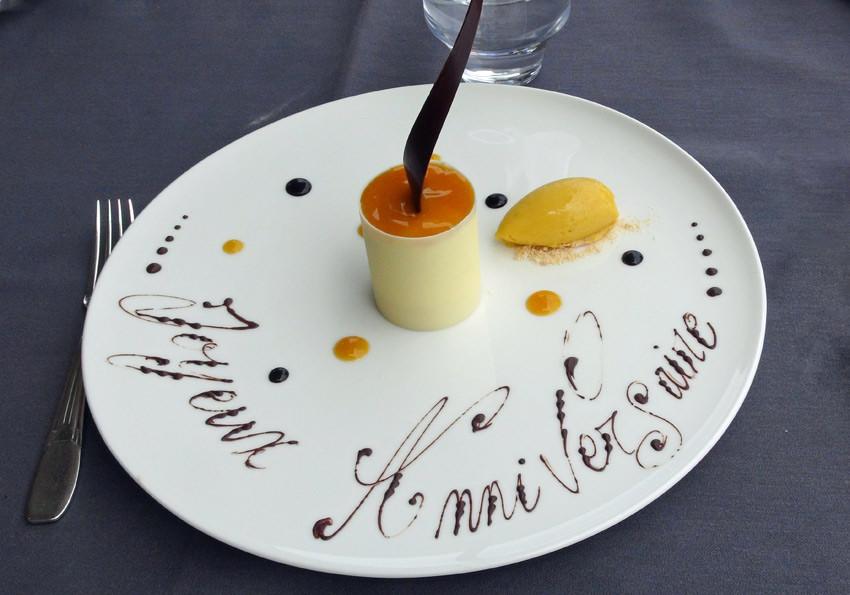 Tour d'ivoire, mousse légère de chocolat blanc, cœur coulant passion et sorbet pabana