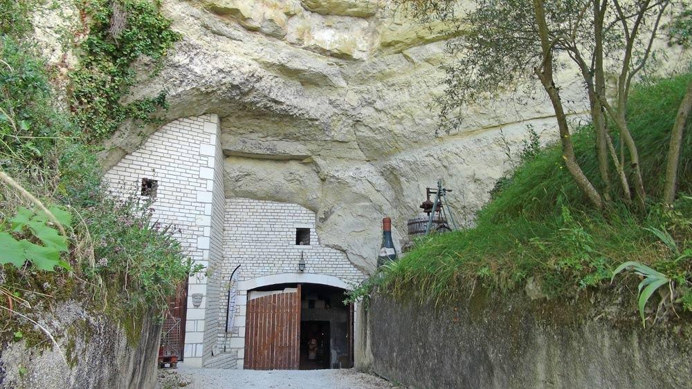 La porte d'entrée de la cave