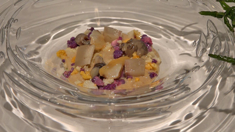 Bavaroise d'araignée de mer, celtus, murex, amandes coquillages, cuir de veau