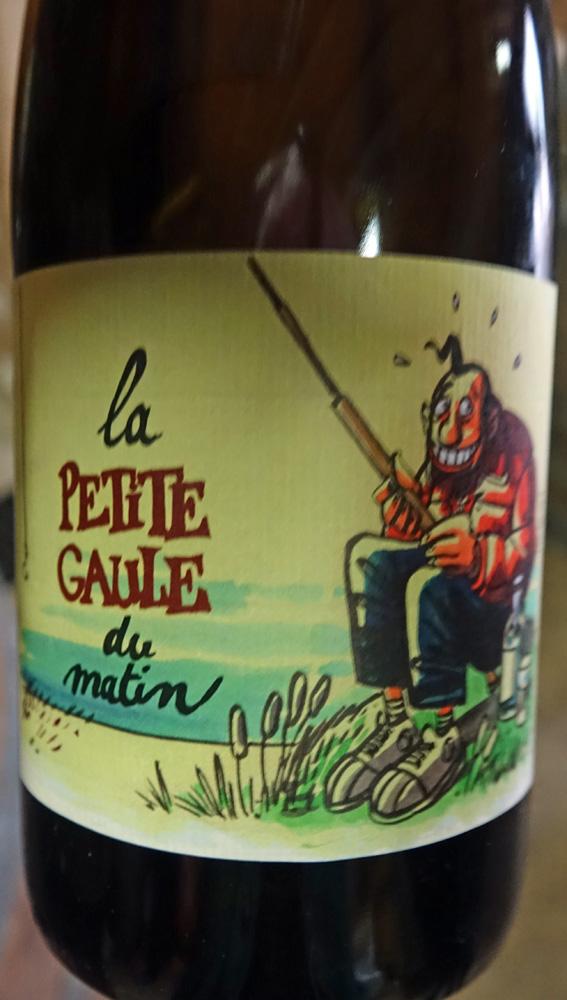 """Une des étiquettes """"salaces"""" qui fleurissent souvent sur des vins dont les qualités organoleptiques sont inversement proportionnelles à la créativité mise en oeuvre pour les concevoir"""