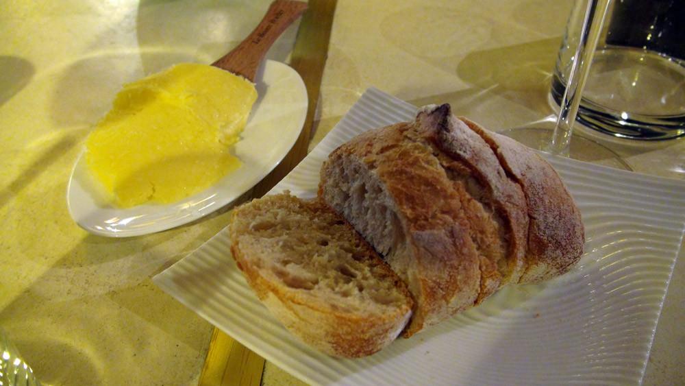 Pain d'accueil et beurre Bordier