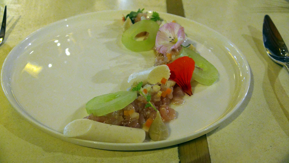 Mulet de Loire mariné, capucine, blanc mangé, concombre et artichaut