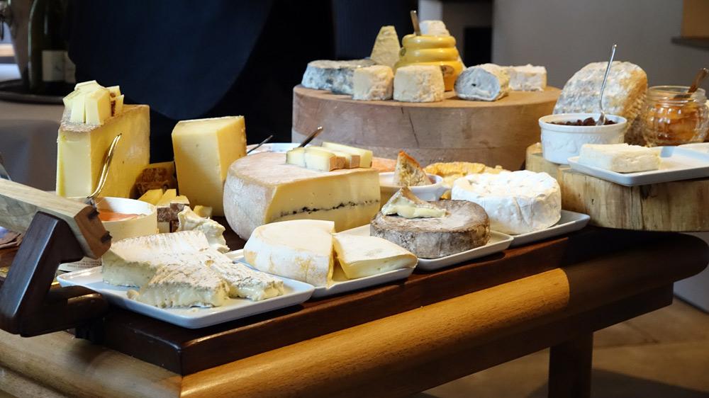 Chariot de fromages et ses 20 variétés
