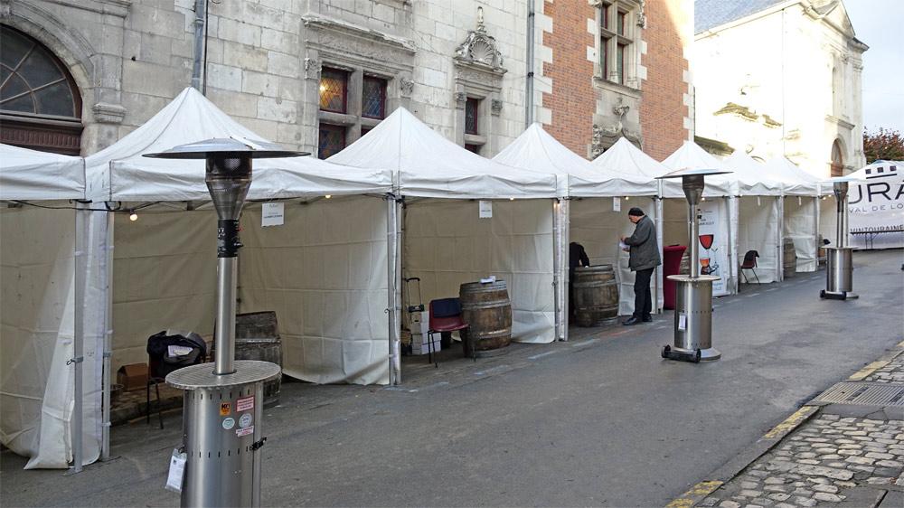 Les stands dans la rue Porte au Roi