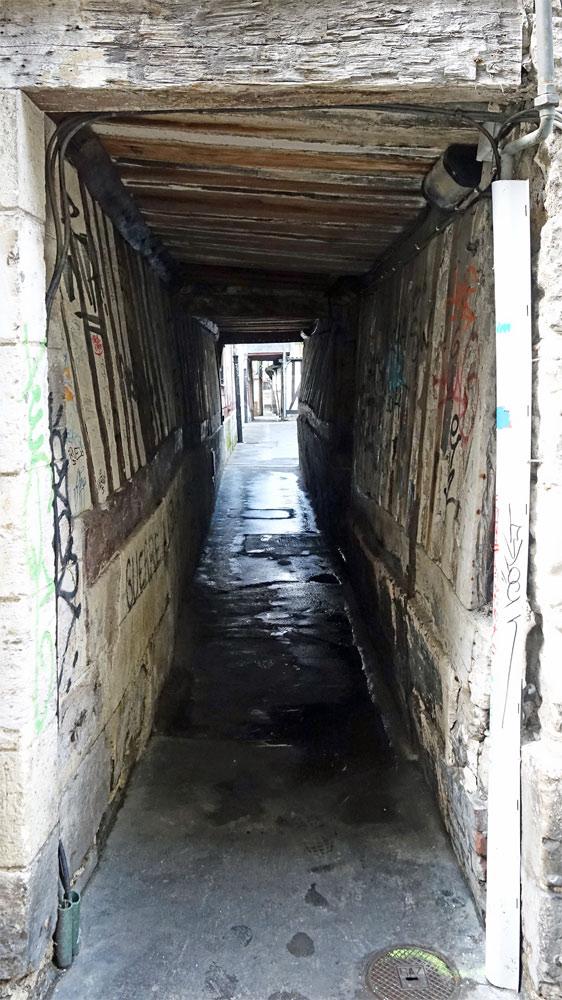 Un passage entre la rue Saint Romain  et la rue Saint Nicolas